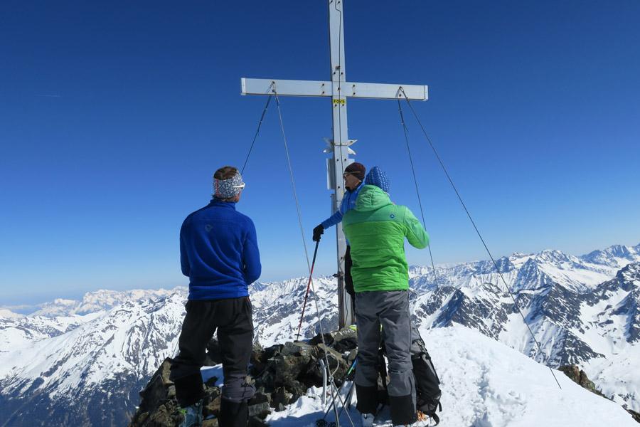 Am Gipfelkreuz der Rofelewand