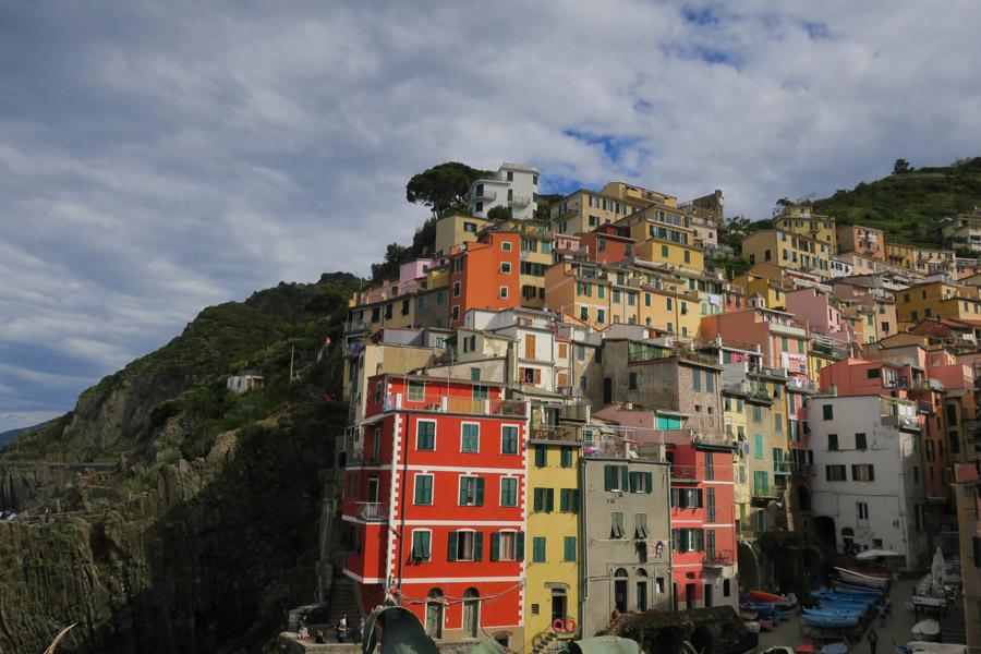 Die berühmten bunten Fassaden von Riomaggiore – Cinque Terre