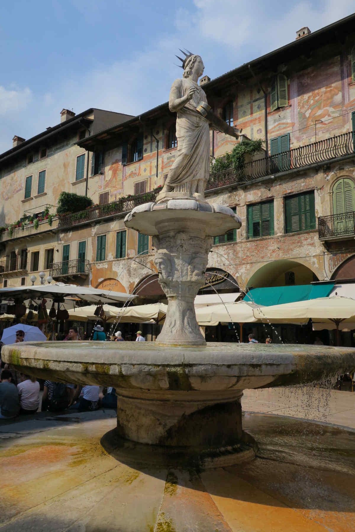 Brunnen auf der Piazza Erbe